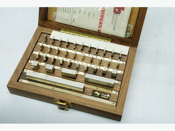 MG gauge blocks, beautiful set (Walnut?)wood box