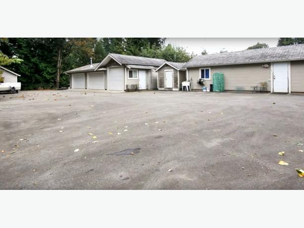 ENTREPRENEUR'S DREAM! 1.4 Acre Gated & Private OPEN HOUSE NOV 25 / 26 1-4
