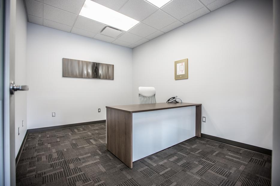 Downtown shared office space central regina regina for Shared office space montreal