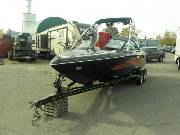 2009 Supreme V232 23 Foot Power Boat with Trailer