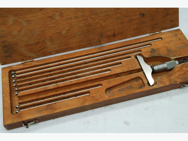 Starrett 0-9 depth micrometer boxed
