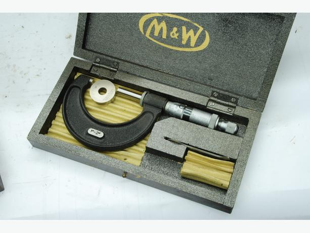 Moore and wright 1-2 micrometer like new, boxed w/ standard & wrench