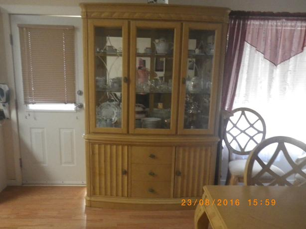 Light Oak Color-Table,Chairs,Hutch