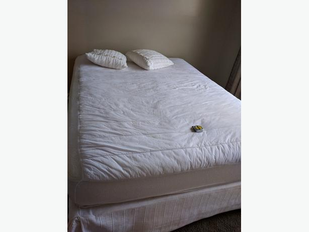 Free Queen Mattress and boxspring +base on castors etc...