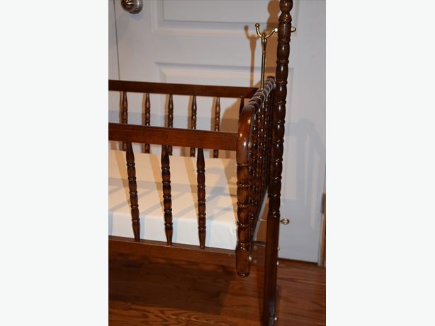 vintage spindle cradle