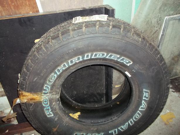 1 Motomaster RoughRider 31 x 10.50R15LT Radial A/P Tire