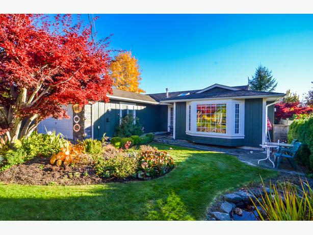 *** Large Updated rancher in Highly Sought after Neighbourhood***