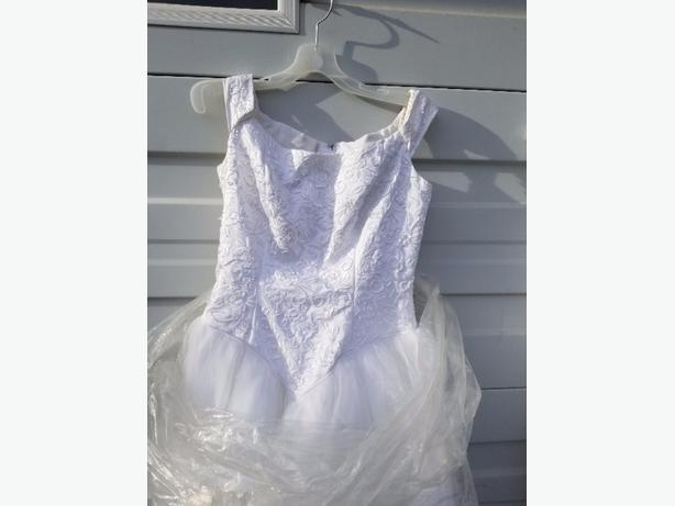 size 10 Wedding dress with Train- 11 layers of tool