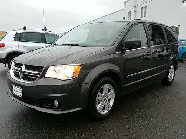2017 Dodge Grand Caravan Crew local VAN! Stow and Go Seating
