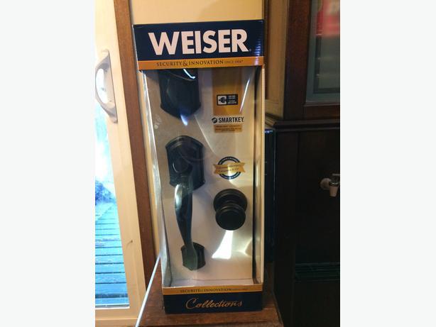 Brand New Weiser Doorhandle Lock Set