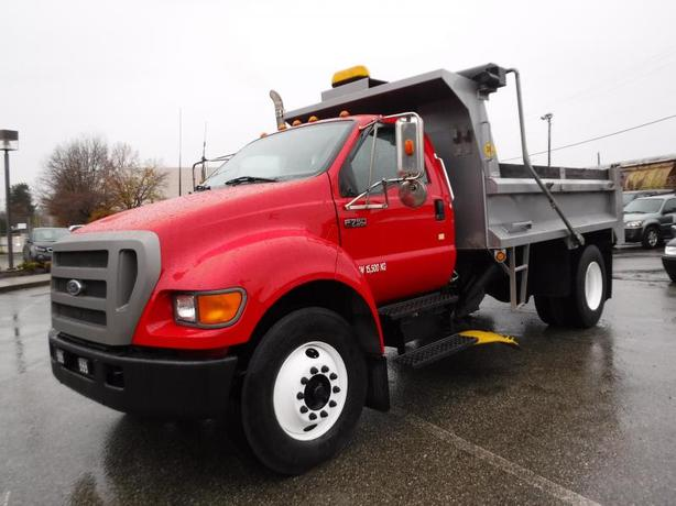 2004 Ford F-750 Regular Cab 2WD Dually Dump Truck w/ Under Body Plow & Air Brake
