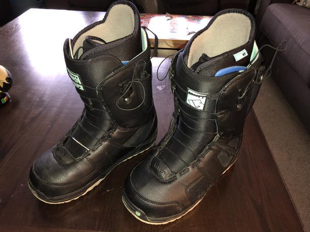 Burton Mint women's snowboard boots size 10