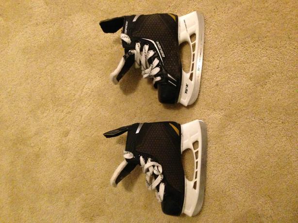 Boys skates Size