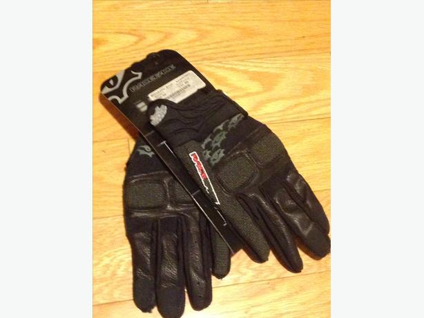 Brand New Young Men's RaceFace Gloves with Knuckle Padding