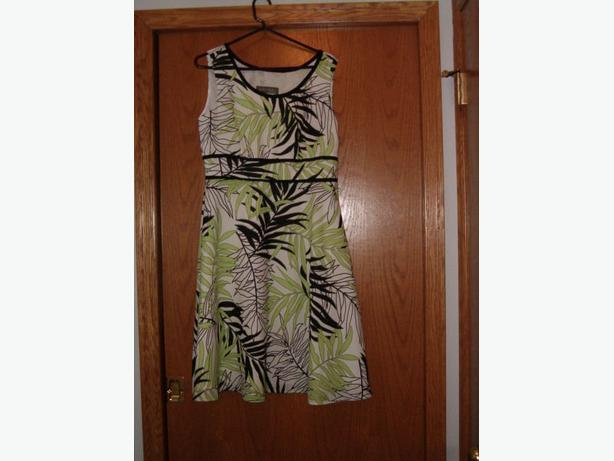 dress size 10 white and green leaves