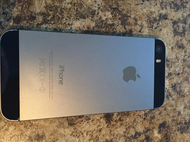 Like New IPhone 5S 16GB Unlocked. Less than year old!
