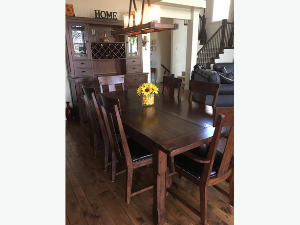 Post & Rail Dining room table set and Hutch