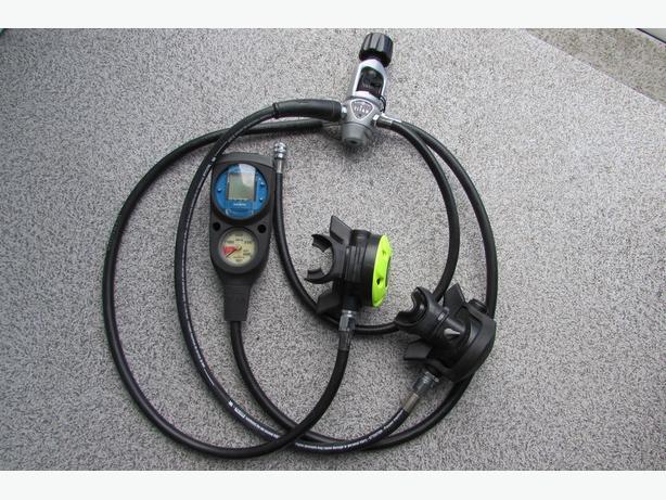 Diving regulator, pressure gauges and dive computer