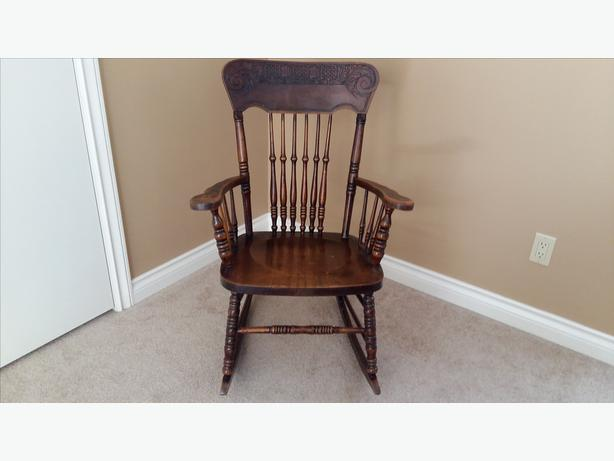 GRANDMA'S ROCKING CHAIR