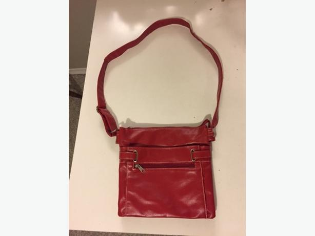 D-FUSION Ladies Purse *PRICED TO SELL*!!