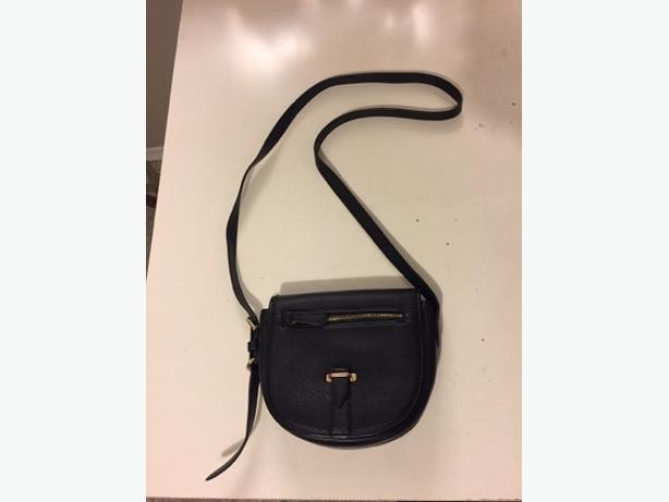 FOREVER 21 Ladies' Small Purse *PRICED TO SELL*!!