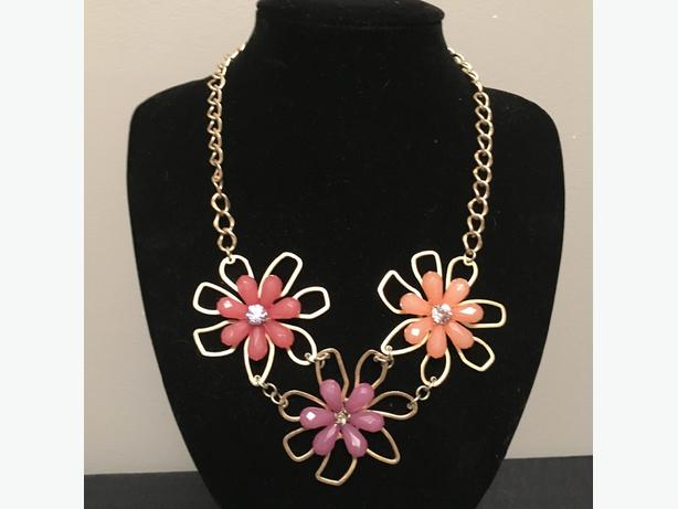 Beautiful Flower Neckless