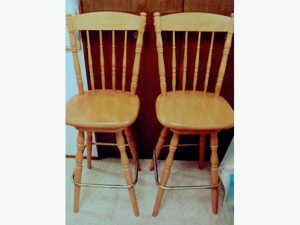 2 COUNTER STOOLS, BAR STOOLS.. SOLID WOOD, THEY SWIVEL