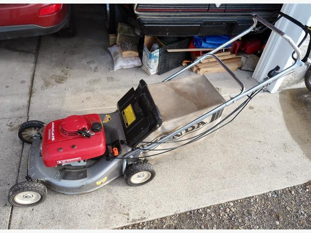 HONDA LAWNMOWER HRA 215 SELF PROPELLED