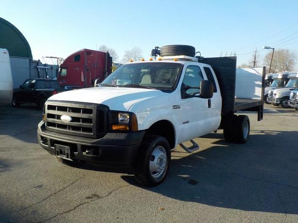 2007 Ford F-350 SD XL SuperCab Dually Diesel 10 Foot Flat Deck 4WD with Power Ta