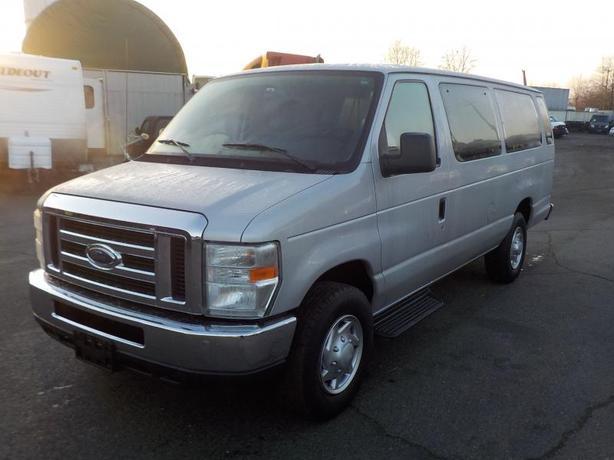 2010 Ford Econoline E-350 XLT Super Duty Extended 15 Passenger Van