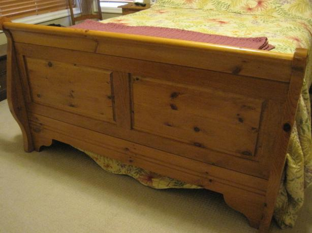 solid pine queen sized bed