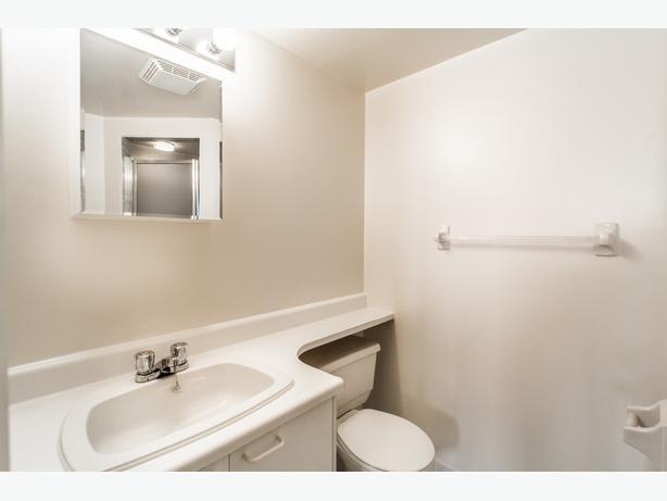 Grand appartement avec air climatisation et chauffage centrale!