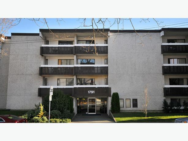 Rockland Heights,  1 bed, 1 bath in Oak Bay (#408)