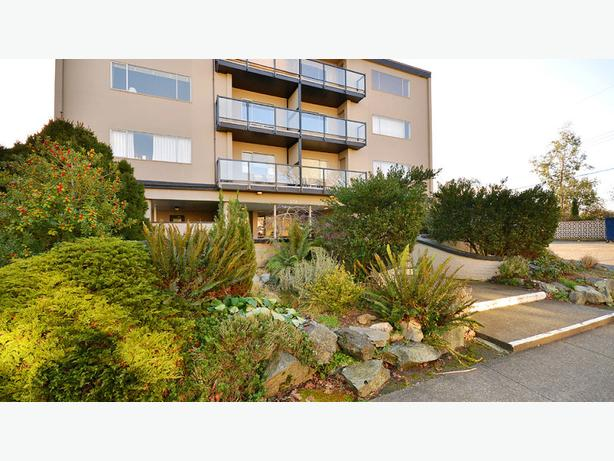 Highlander, Bachelor, 1 bath in Oak Bay
