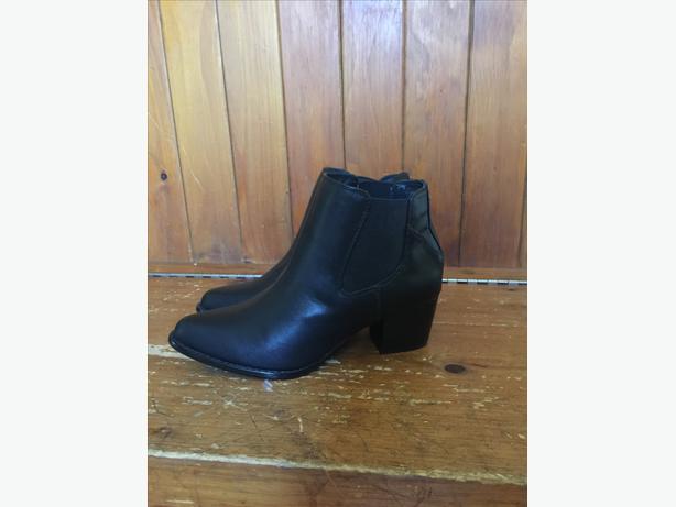 Black Boots-Chelsea Crew-SZ 7