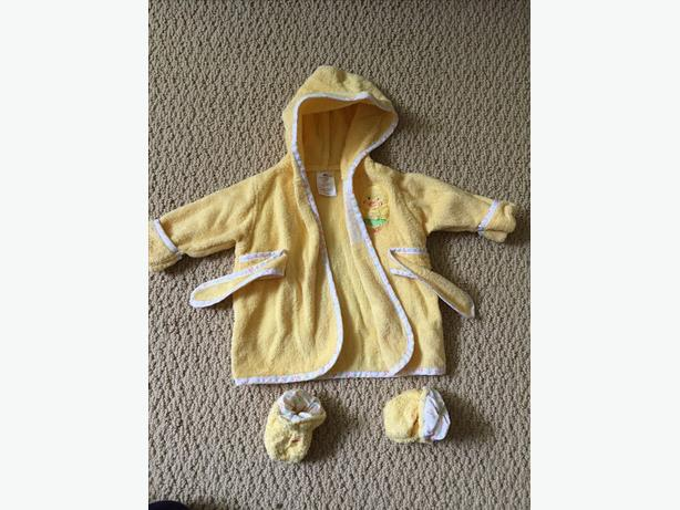 CUDDLE TIME ROBE AND SLIPPERS 0-9 MONTHS