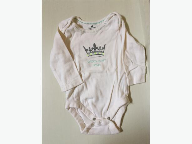 BABY GAP BODY SUIT 3-6 MONTHS