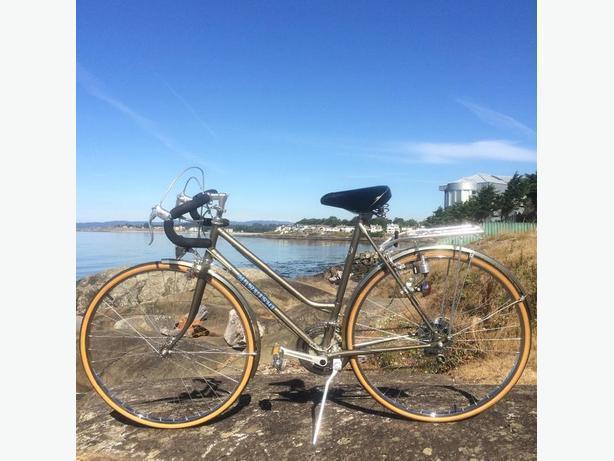 Women's Medium Frame Road Bike