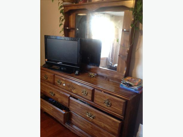 FREE: dresser and venetian bifold doors