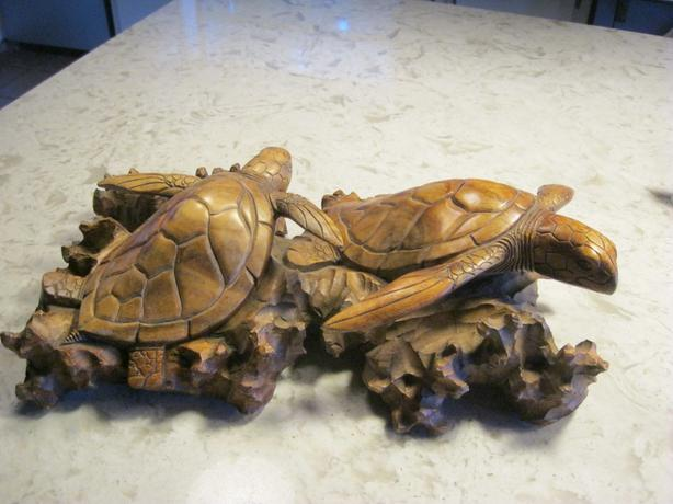 sea turtles carving