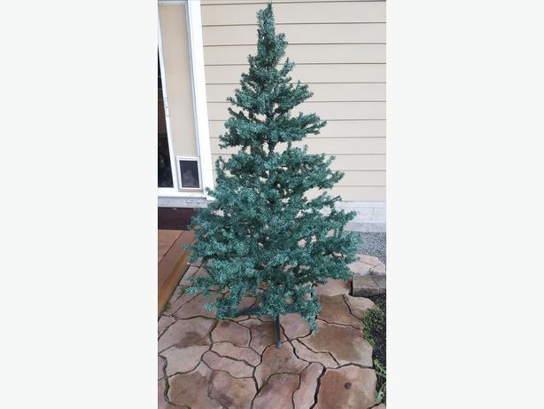 Free Fake Spruce Christmas Tree