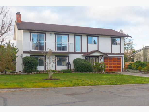 Five Bedroom Gordon Head Home with Suite - OPEN HOUSES!