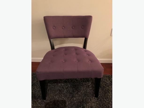 mint condition chair