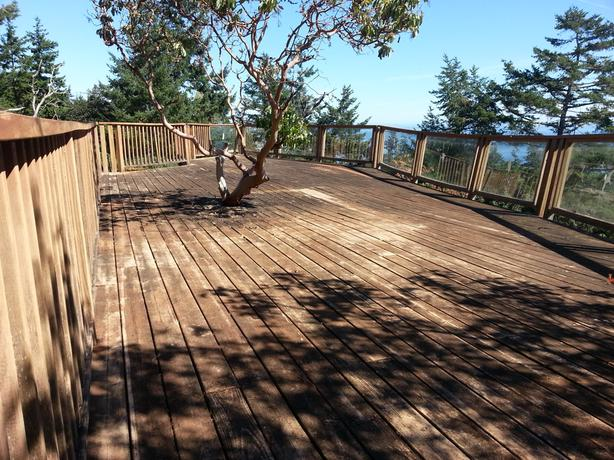 Large wooden deck free for salvage
