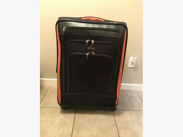 2 PIECE MATCHING LUGGAGE SET IN EXCELLENT CONDITION