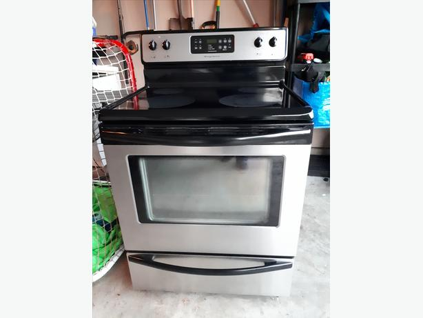 Frigidaire Stove - Excellent condition