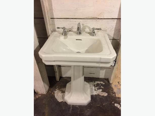 vintage pedastal sink