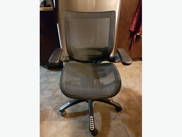 BAYSIDE METRO MESH CHAIR with ADJUSTABLE ARMS