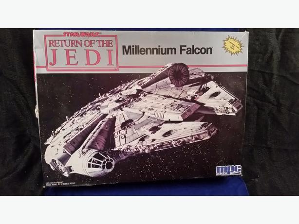 """Star Wars """"Return of the Jedi"""" Millenium Falcon original kit"""