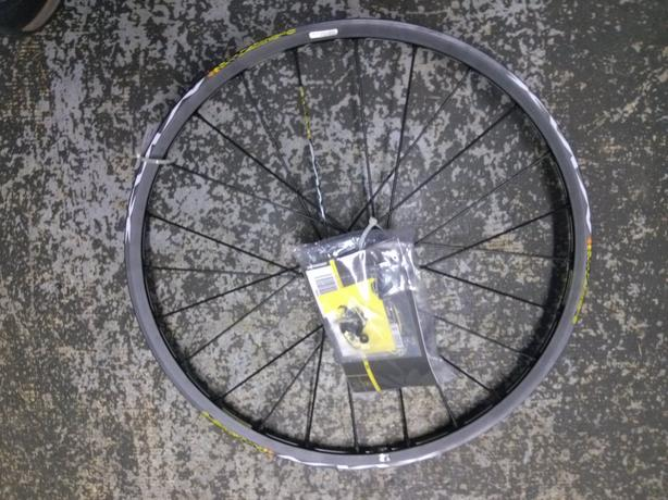 "26"" Mavic Crossmax ST front disc wheel (centerlock/9mmblack and white)"